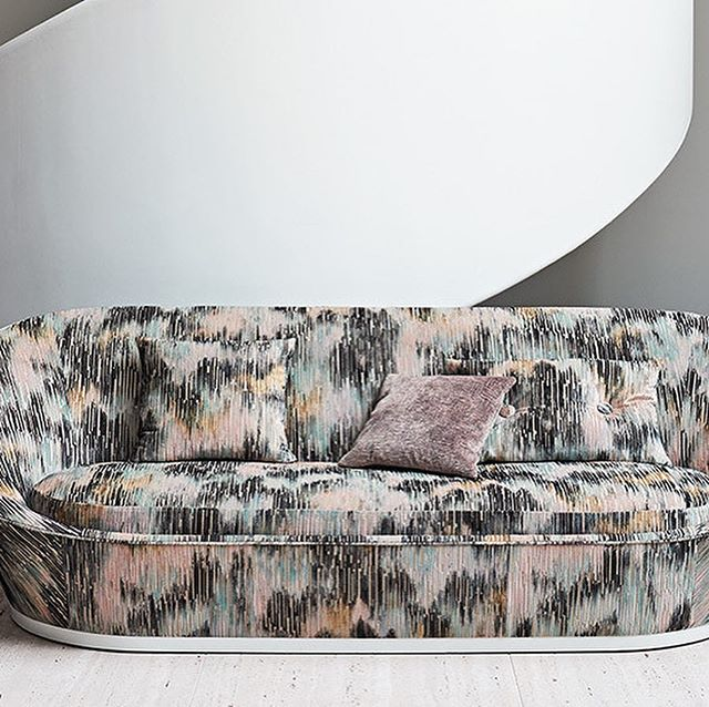 Through a harmonious collaboration with Japanese artist, Katsutoshi Yuasa, Black Edition have produced MIZUMI  #upholsteryfabric #upholstery #lux #curtainfabric #interiordesign #velvet #japanesedesign