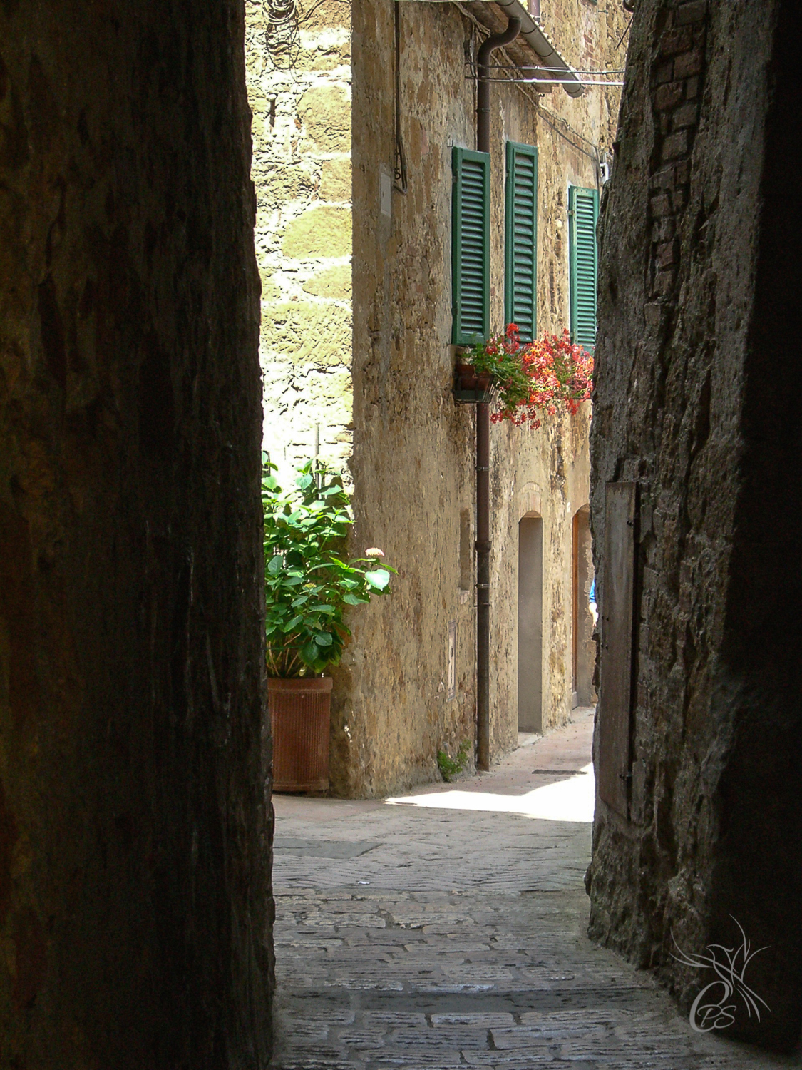 Italy: Tuscan Alleyway