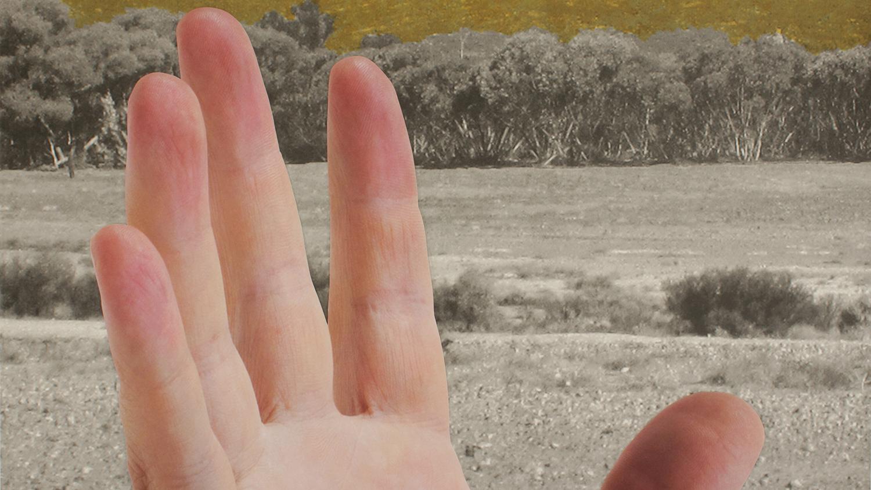 05_BS_image still_small_hand confront.jpg