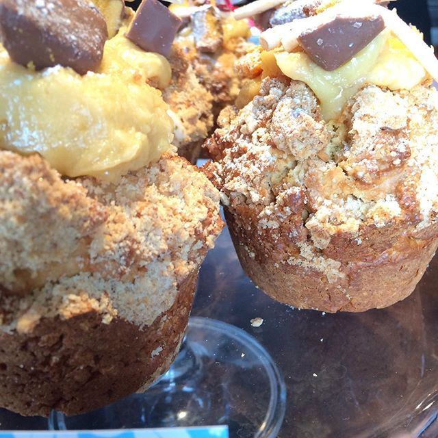 Every weekend we wonder how our chef Ella will top the muffins from last week, today she's done it again with these peanut butter and honeycomb muffins.. Yes that is a crunchie bar on top!  Better come grab one before the staff do 😉 hope you're all having an awesome weekend! XOscorch #scorchorama #cafe #wellington #foodporn