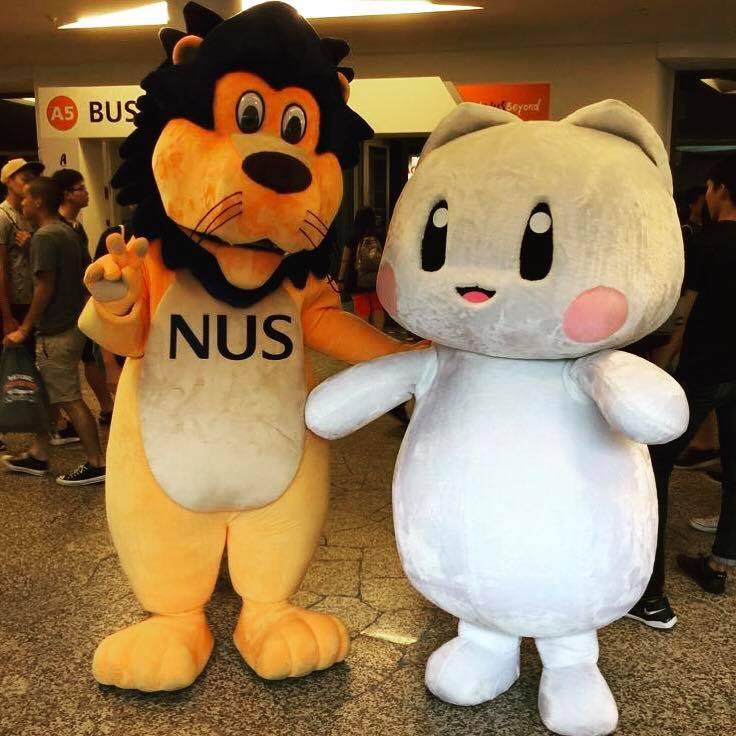 NUS mascot Linus and NUS Computing mascot SocCat say hello!  Image via  Facebook