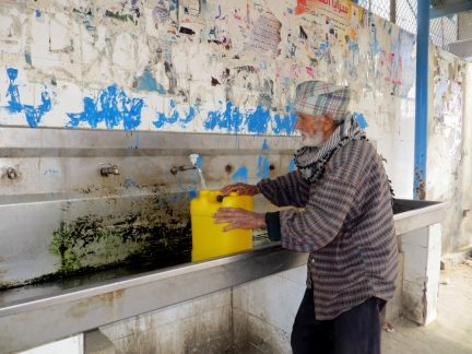 Water_supply_in_West_Bank_and_Gaza_February_2014_2water_photoblog-432x324.jpg