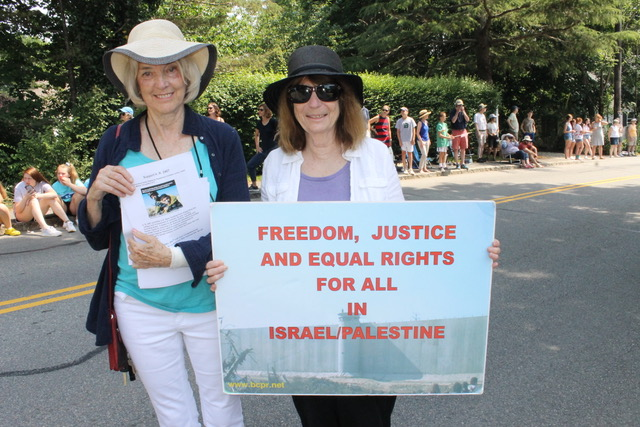 """On the 4th of July on Cape Cod, Kathy and Chris gave out flyers connecting H.R.2407 with the cruelty being inflicted on migrant children at our border. Chris used the information in the bill from the Israeli human rights organization B'Tselem and UNICEF -military detention.  #isnowaytotreatachild ."""""""