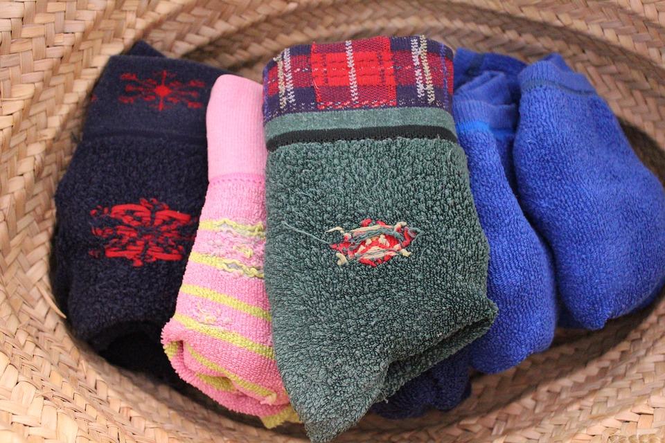 Pairing and folding socks