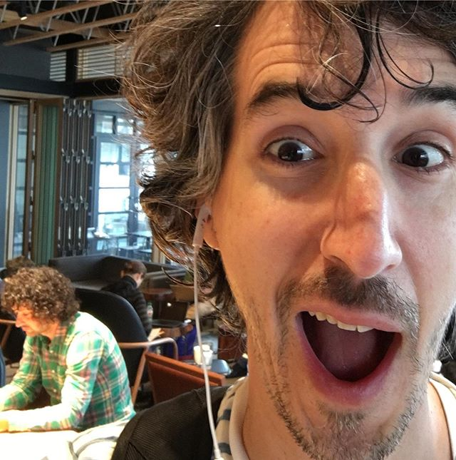 Ha, I thought for a second that was Howard Stern behind me, but it's clearly not him. It's just a guy who looks like him. Happy Friday, y'all! If you have an audition this weekend, break a flippin' leg. * * * * * #celebritylookalike #celebritylookalikes #howardstern #howardsternshow #losangeles #celebspotting #actorslife #doubletake #malibu #california #fridayfunny #closebutnocigar #tinseltown #onlyinla #shockjock
