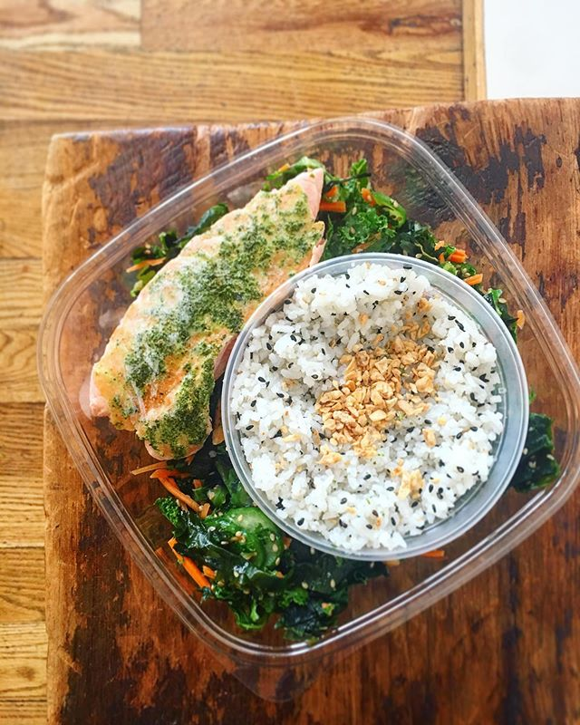Yearning for cooler weather and loving the baby chill in the air. So we threw together a cozy sesame rice salad with kale/seaweed/cucumber/peanut. Get it with Scottish salmon if you order ahead!
