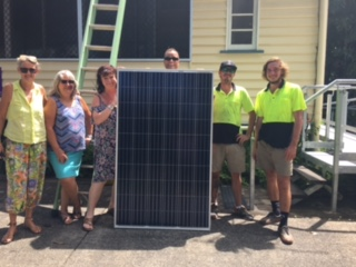 Robyn Perry (Director), Karla Eldridge, Shelly Richards, Sara Harris and the installation crew from NQ Solar