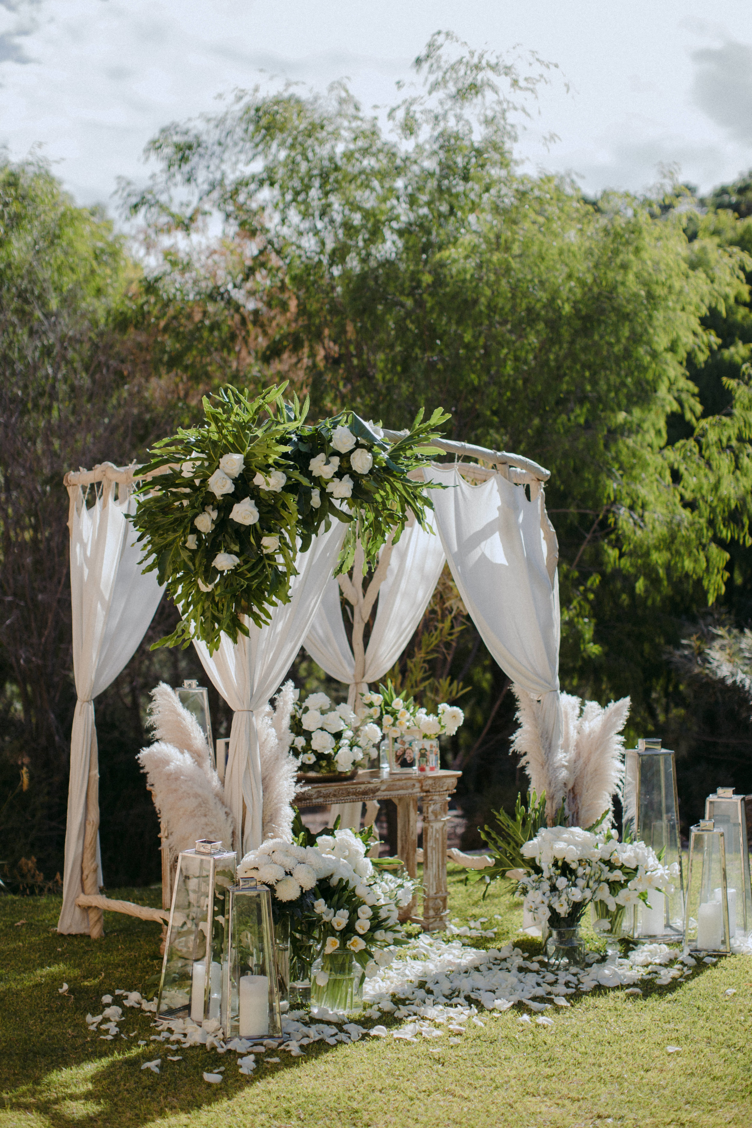 Wedding arches and floral arbours, rose petals and all the romantic details to make your day beautiful...