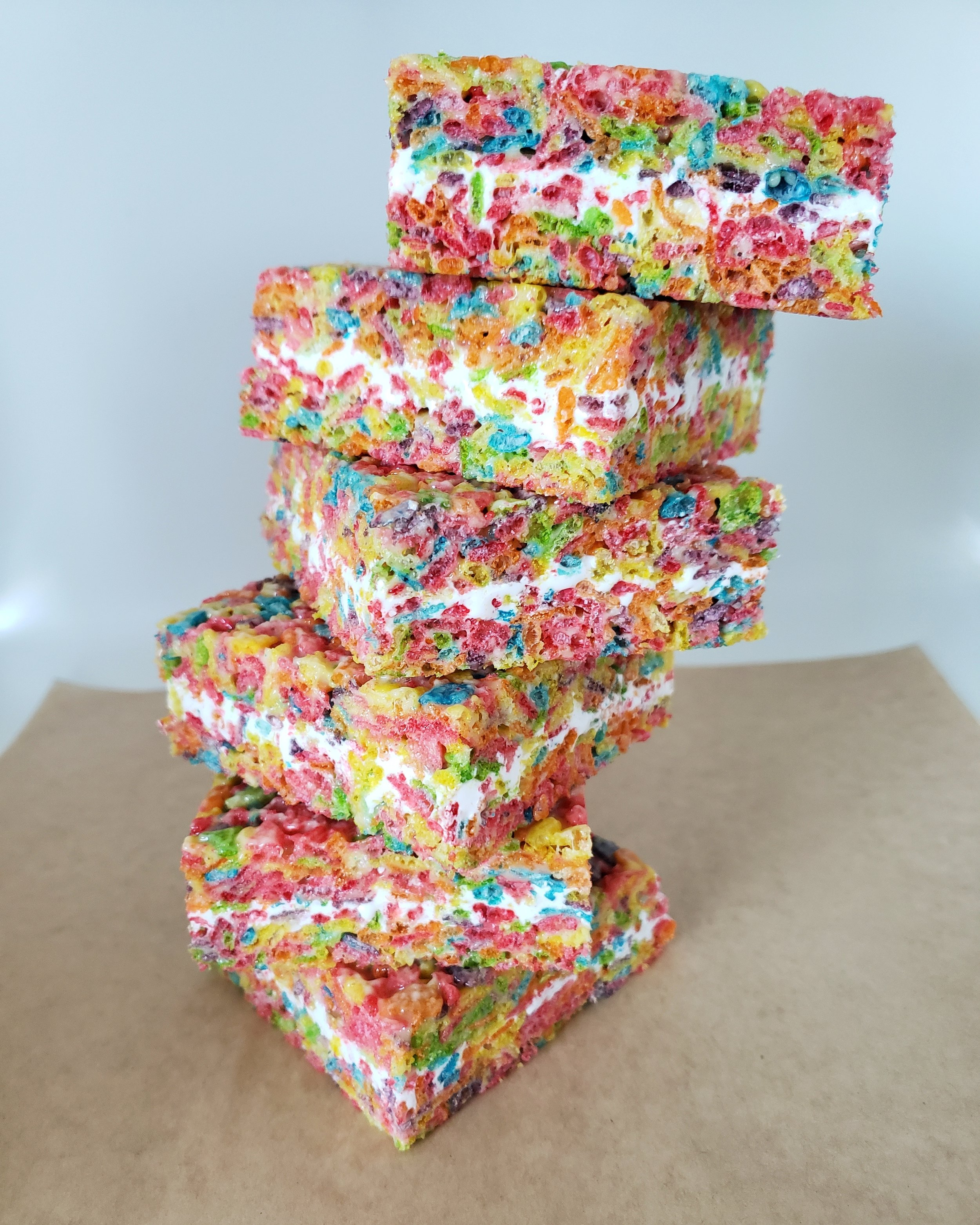 FRUITY FLIGHT BAR   2 STACKED LAYERS OF FRUITY PEBBLES CEREAL WITH A MARSHMALLOW CREAM CENTER.   AVAILABLE DOSES:  1 BAR, 400 MG   GLUTEN FREE, SOY FREE