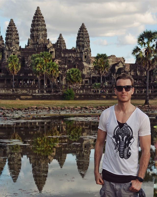 Touristy throwback 😎🇰🇭🌏