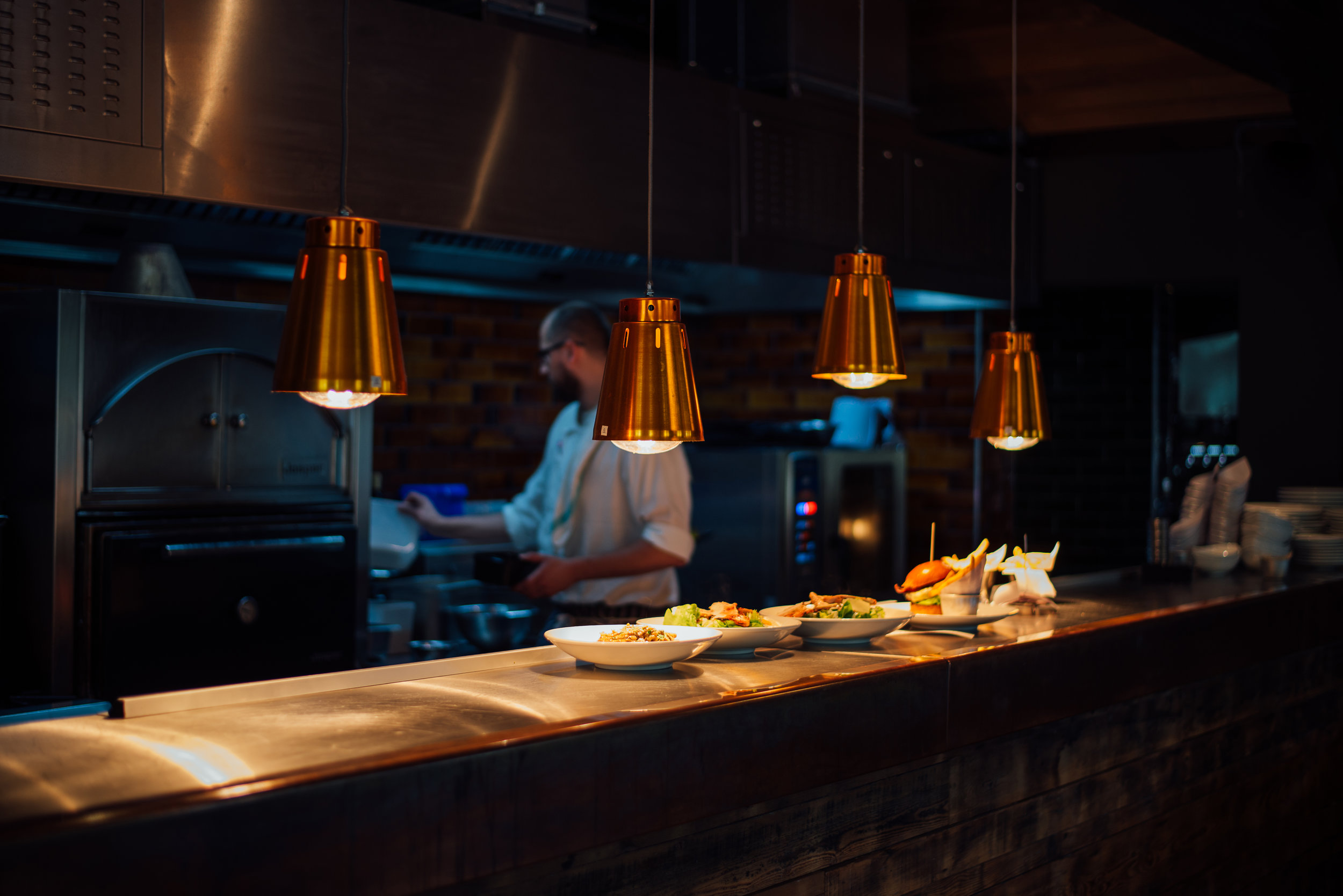 KITCHEN_PASS_CHEF_HEAT_LAMPS_LANDSCAPE.jpg