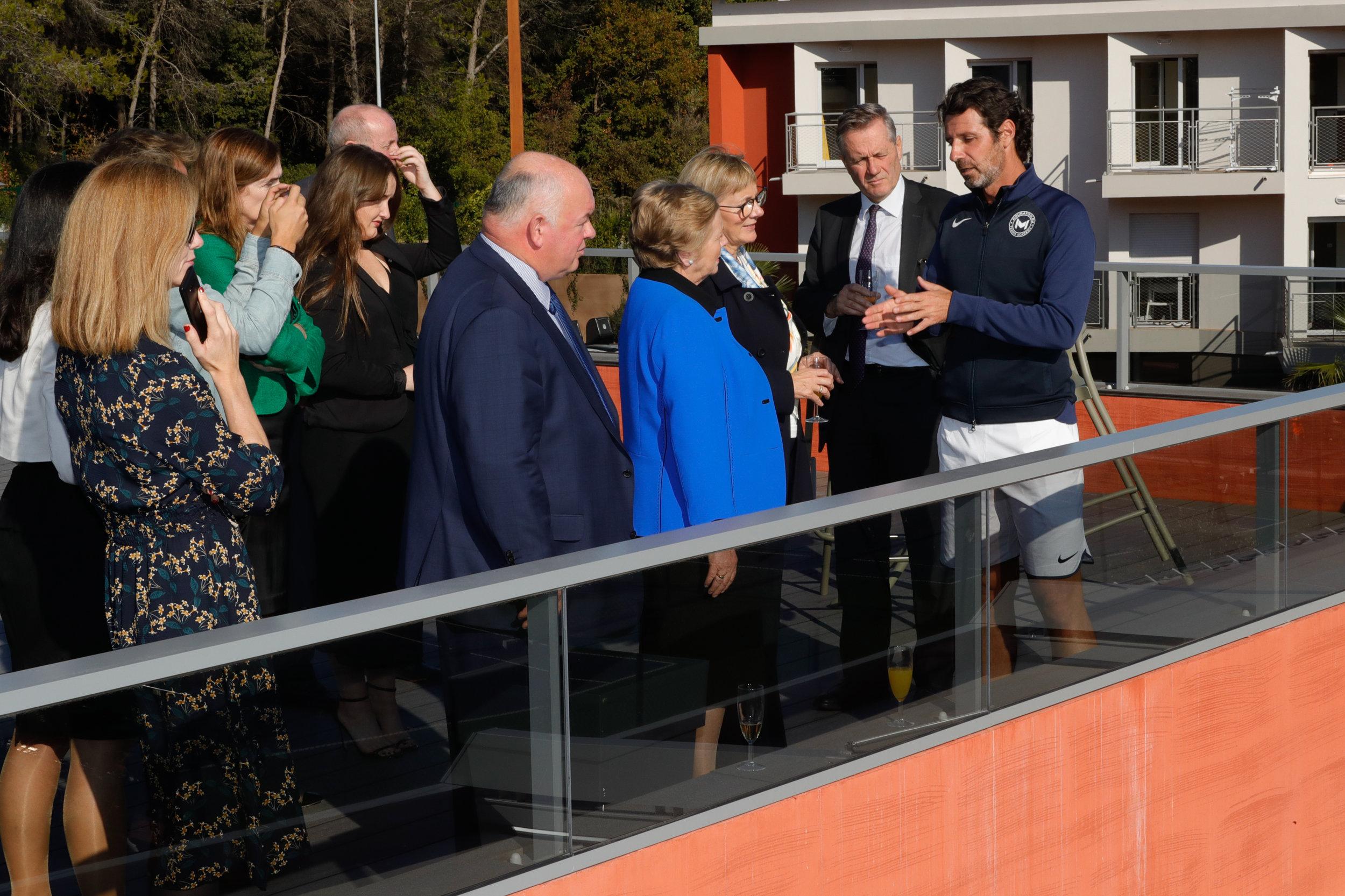 Patrick Mouratoglou et la présentation de l'Académie de Tennis Mouratoglou à la délégation irlandaise.