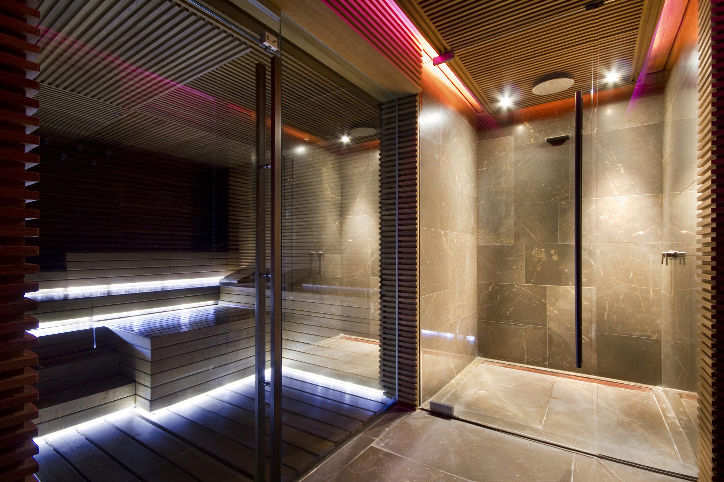 Conservatorium Hotel Amsterdam - sauna and shower.jpg