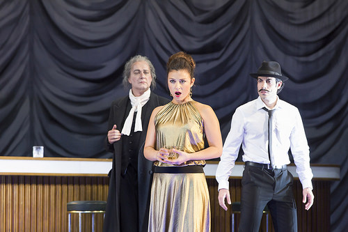 Johannes Martin Kränzle, Corinne Winters, Alessio Arduini in Jan Philipp Gloger's Così fan tutte © 2016 ROH. Photograph by Stephen Cummiskey