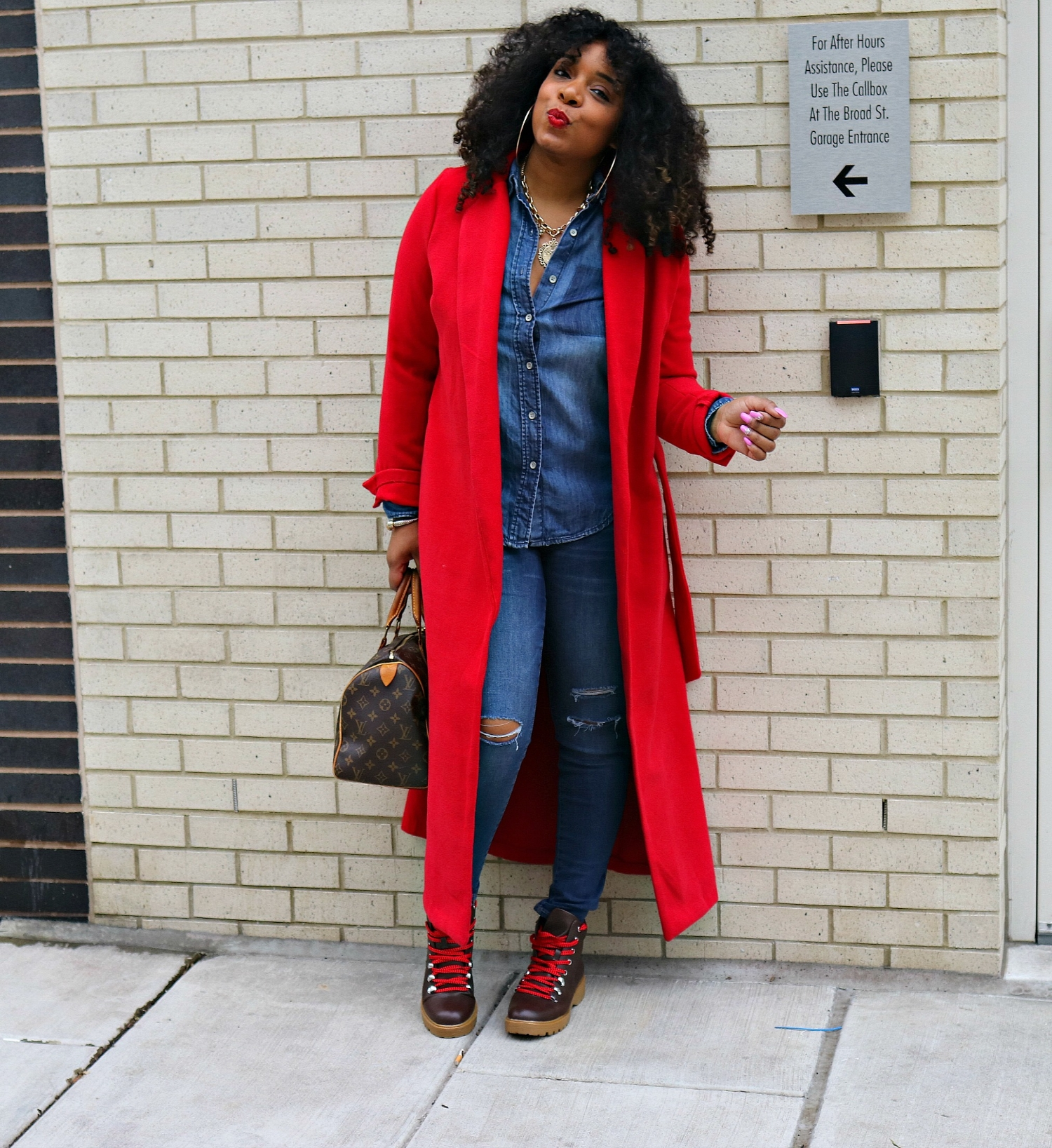 Red Fall Wrap Coat, Denim on Denim, Fall Fashion, Hiker Boots, Casual Flow, LV Speedy, Fall Streetstyle, Fall 2018 outfit
