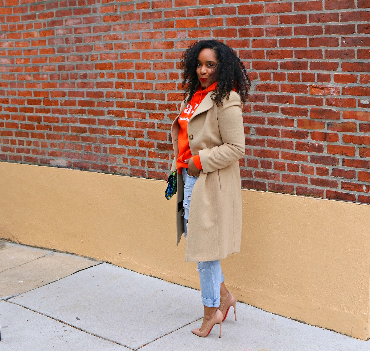Camel Coat, Nude pumps, hoody season