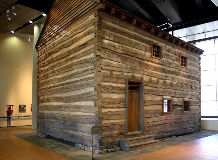 Slave pen exhibit at the National Underground railroad Freedom Center (Wikimedia Commons)