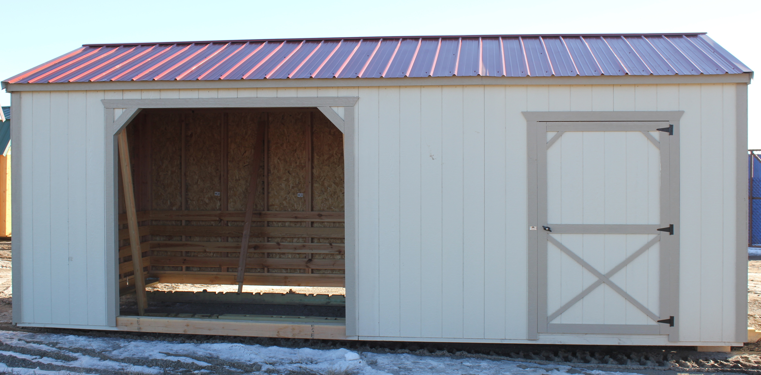 Our horse barns come with shingles, or you can upgrade to metal roofing for free! Metal roof colors include red, green brown, white. Shingle colors are black, green, brown, and weather wood.