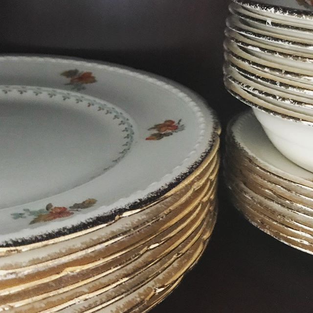 This set was a wedding present for my grandparents' wedding in 1954. Needless to say, the set is not for rent but we thought you might appreciate some old time charm this morning. #vintagechinacollector #vintagechinarentals #deuxadeux