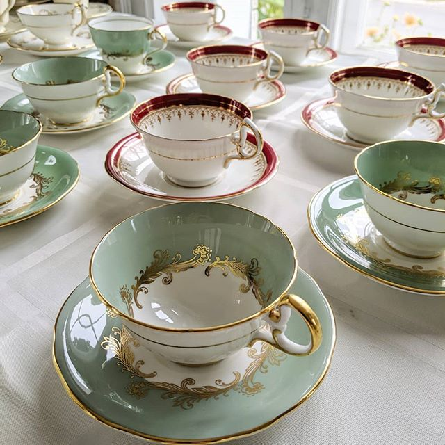 Pretty teacups for a 50th wedding anniversary celebration happening tonight! If only our dishes could talk and tell us all about the happy moments they get to be a part of! 🥰 . . . . . . #vintagechinarentals #vintagechinaottawa #ottawaevents #ottawadecor #weddinganniversary #aynsley #teacuprental #teaparty #porcelain #locationvaisselle #gatineau #ottawa #deuxadeux