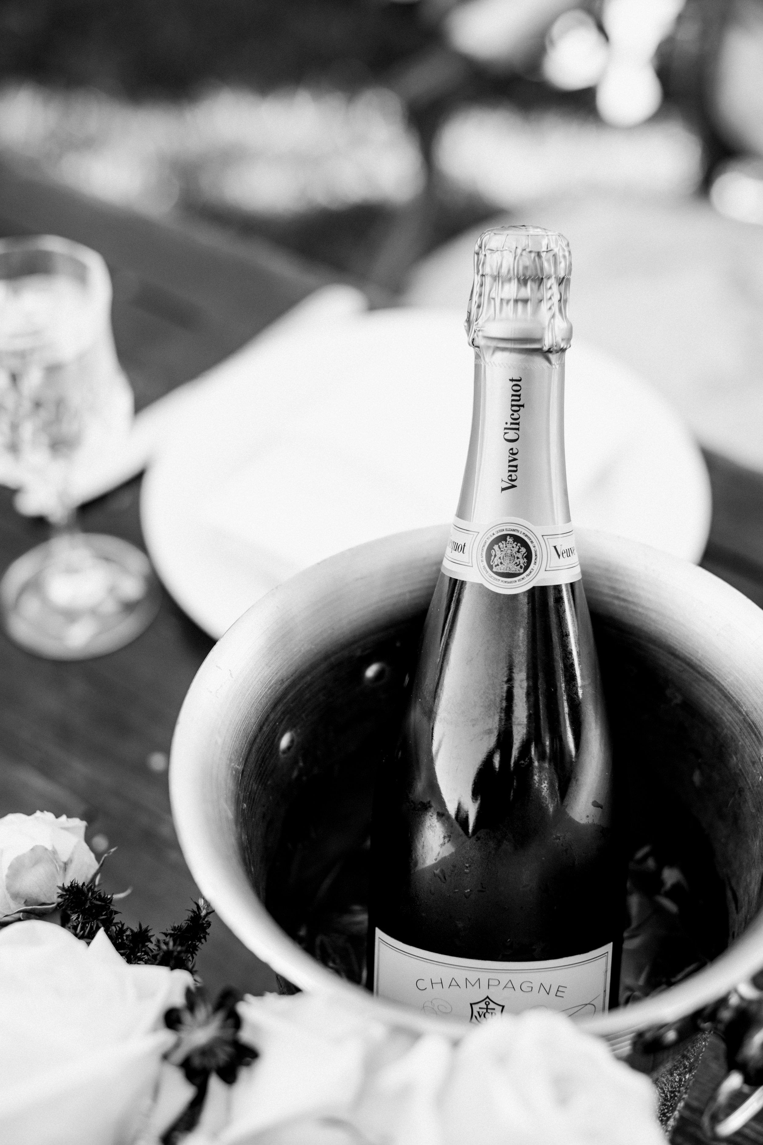 Anna Delores Photography  |  Pirouette Paper Invitations + Calligraphy | Mattei's Tavern | Pure Lavish Events