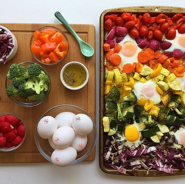 We had a lot of fun creating recipes for @egglandsbest focused on Brain Health. #EgglandsBest #Eggs have more than double the Omega-3s compared to ordinary eggs. Eat the 🌈 and pair it with #EBEggs to reap the benefits of brain health! Pairing EB eggs with vegetables helps the body absorb more healthy antioxidants . . . Www.egglandsbest.com/recipe/rainbow-sheet-pan-veggies-Eggs/