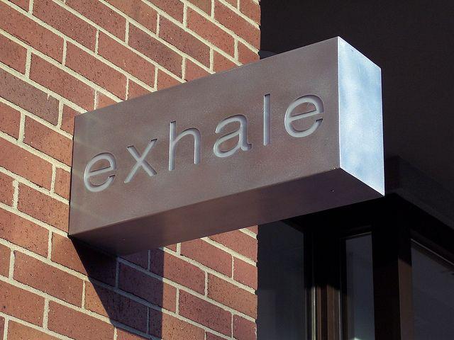 2f1a732fa54ed9b7276f3264abeb4a69--metal-signage-outdoor-signage.jpg