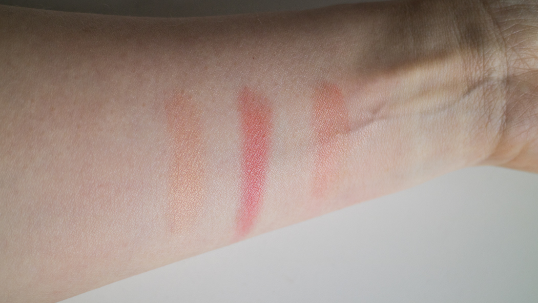 Marc Jacobs Air Blush in Lines & Last Night (From L to R): Highlight color, Blush color, the two combined