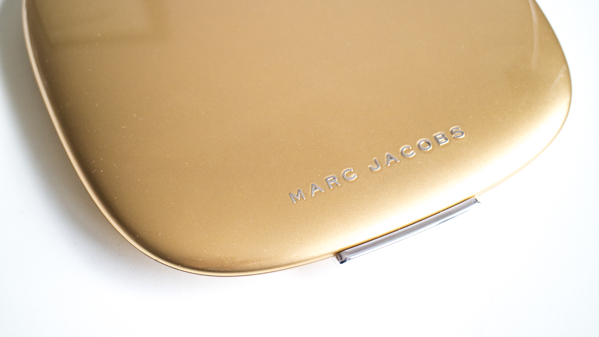 Marc Jacobs Beauty Style Eye-Con No. 20 About Last Night // Gold Outer Case
