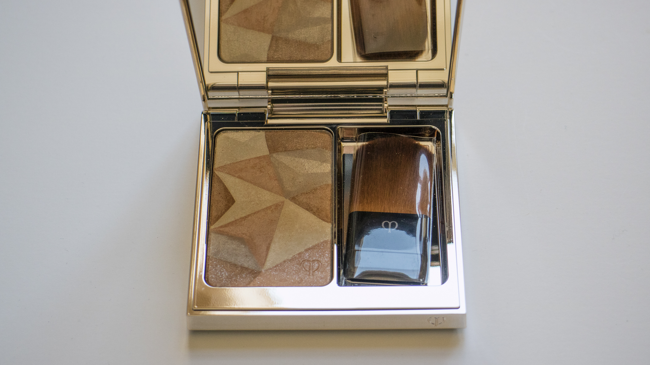 Cle de Peau's Luminizing Face Enhancer in 16