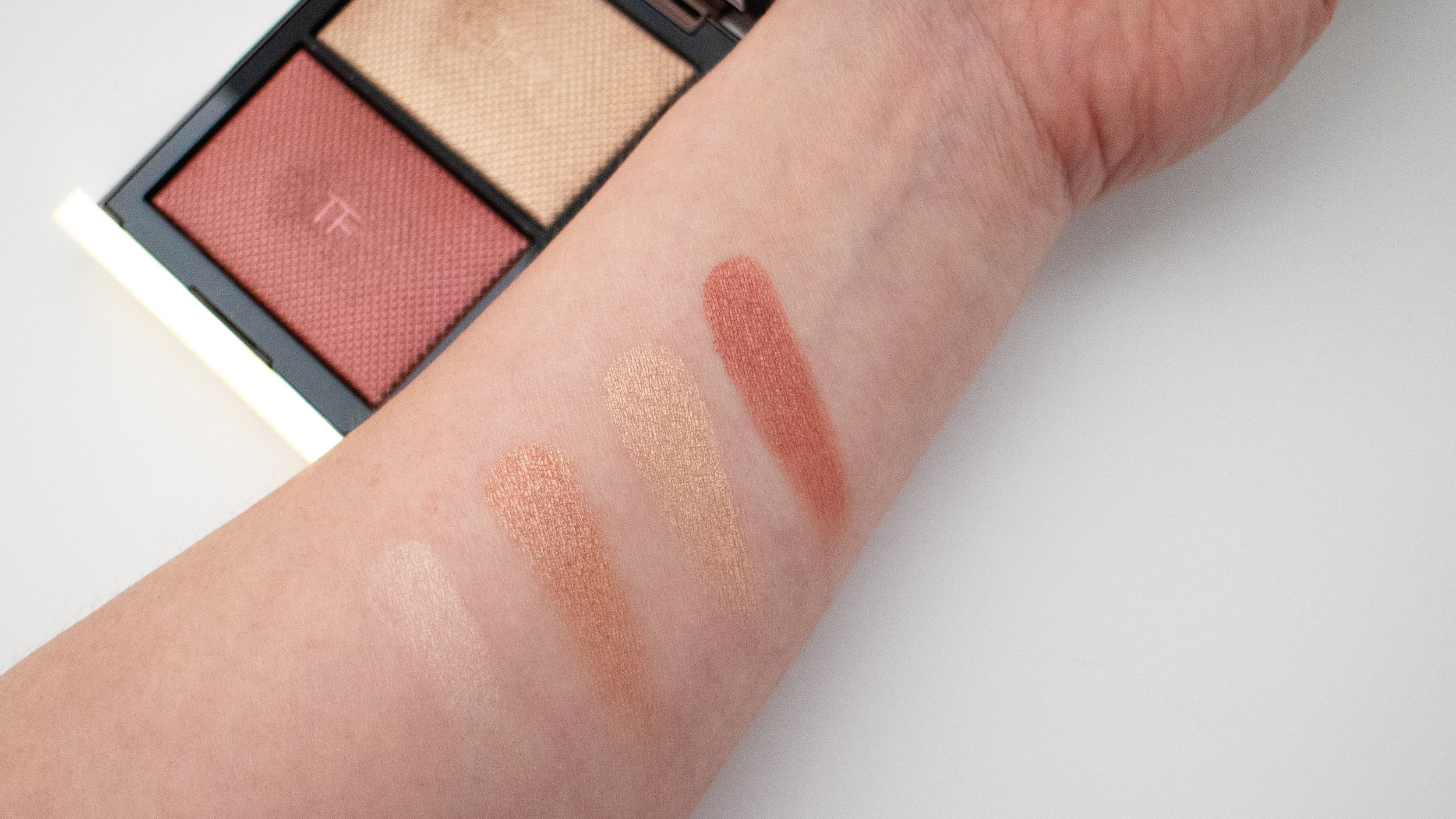 Swatches of Tom Ford Skin Illuminating Powder Duo in Incandescent
