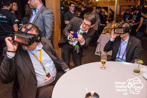 A10 RSA Conference Attendees Enjoying VR