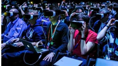 Crowd using 360˚ VR headsets
