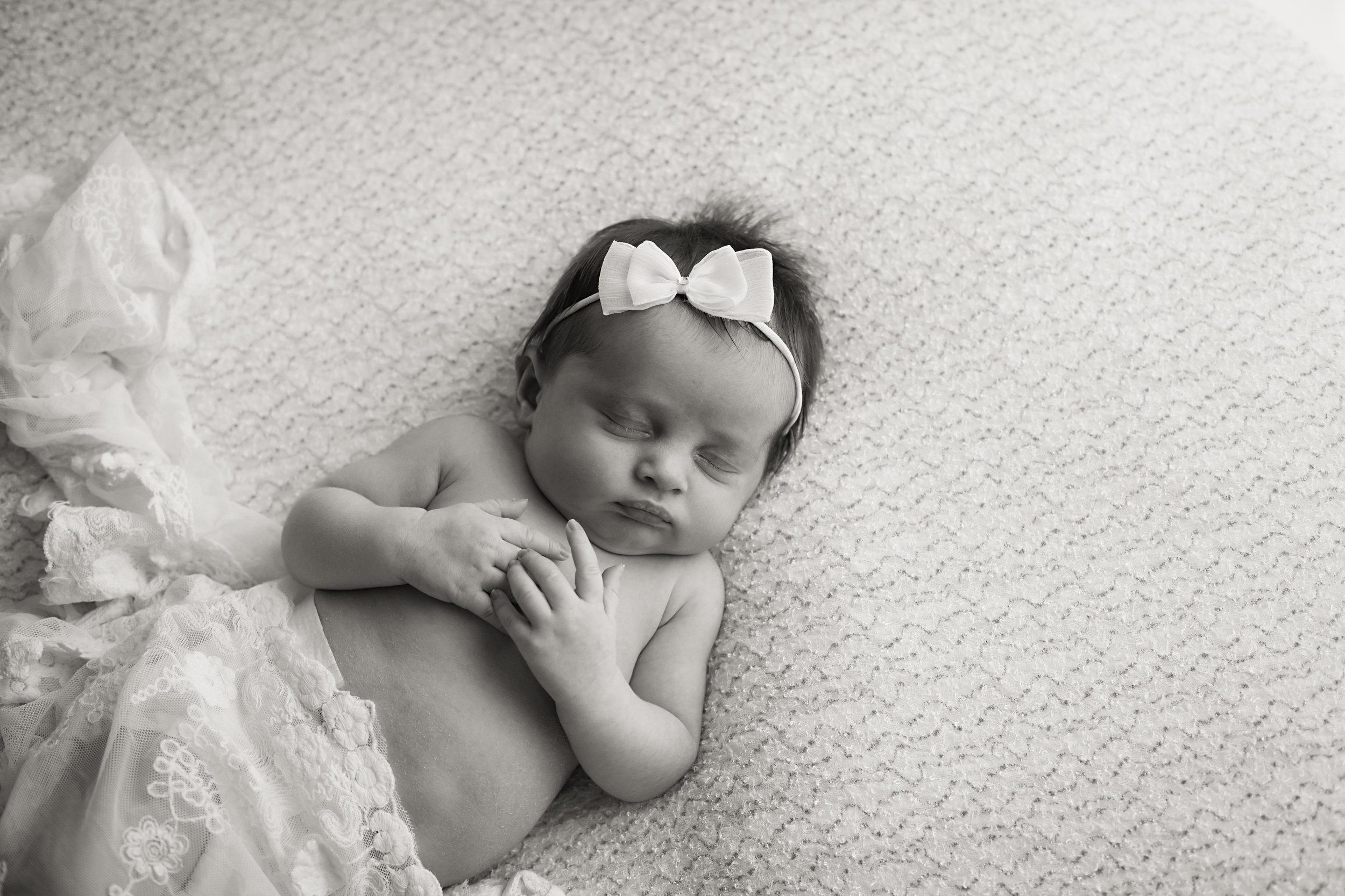 Danirosephotography.newbornphotographeraberdeen.minisession.4.jpg
