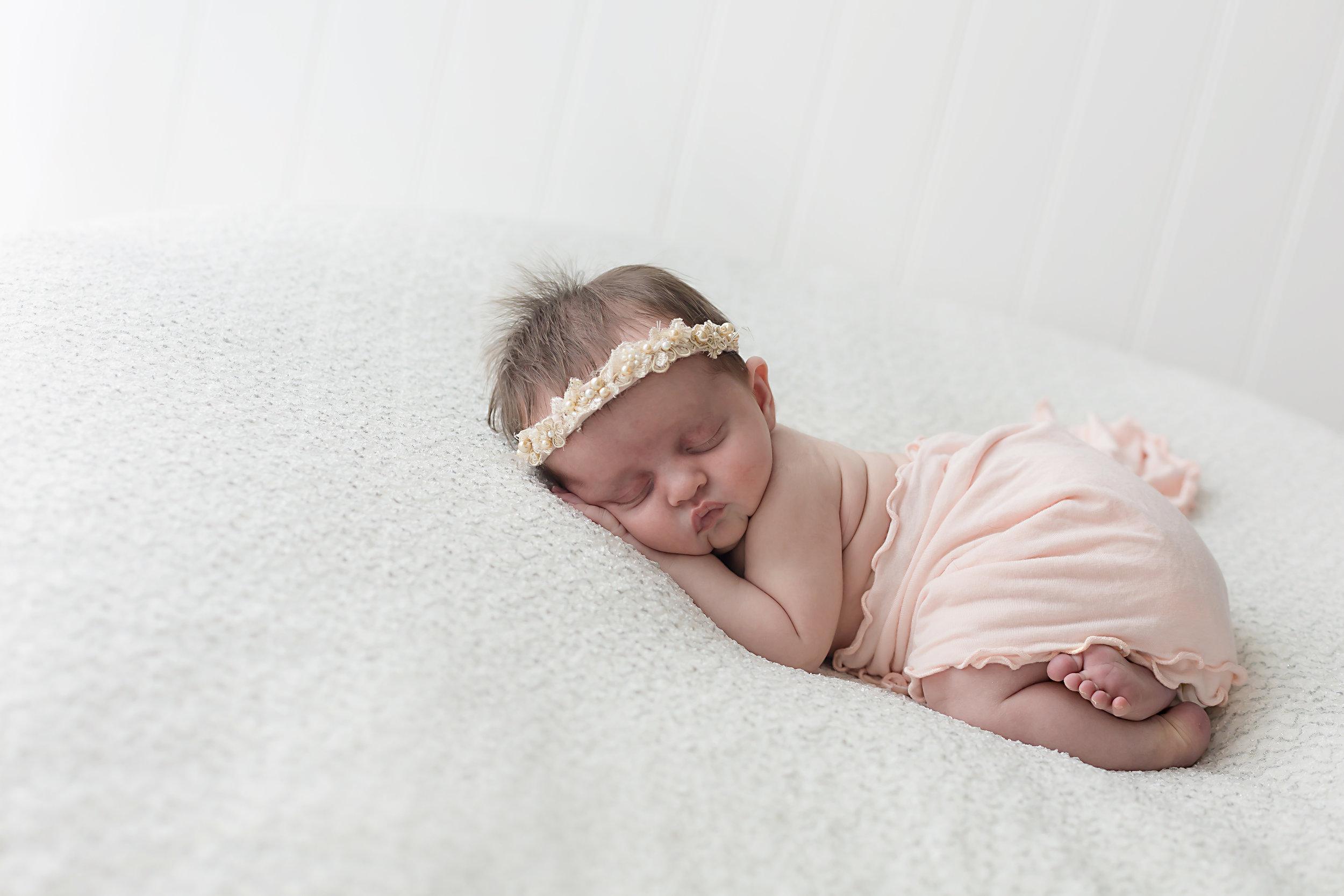 Danirosephotography.newbornphotographeraberdeen.minisession.6.jpg