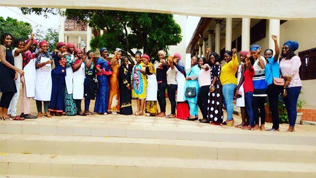 """L'Assemblée générale de l'ONU a décidé de proclamer ce 27 juin """" Journée des microentreprises et des petites et moyennes #entreprises"""", afin de sensibiliser l'opinion publique sur leur importance dans la concrétisation des objectifs de développement #durable.  Les jeunes filles et femmes de notre #incubateur, notamment Les #briseuses de notre programme @femmessansbarrieresgn en Groupement d'Intérêt Économique (GIE) s'étaient fortement mobilisées au côté de la Direction Nationale Petites et Moyennes Entreprises de #Guinee, pour mieux célébrer cette journée qui est une première dans notre pays.  Voir les images ci-dessous ! ----------------------------------- #FemmesSansBarrieres #DaretoInnovate #OsezInnover #Ossezpreneurs #msmeday19"""