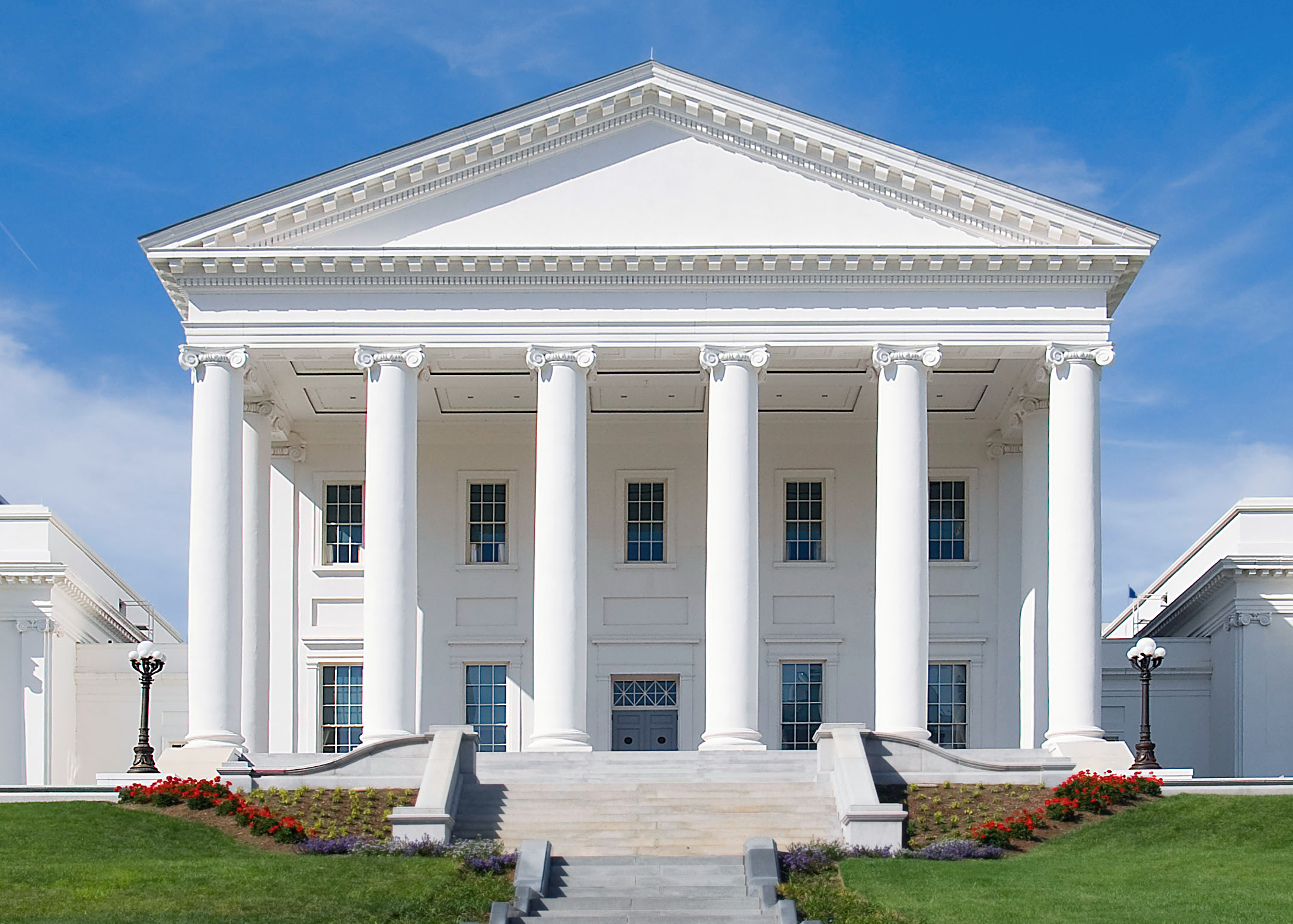 Virginia State Capitol by  Ron Cogswell  via  Wikimedia ,  CC BY 2.0