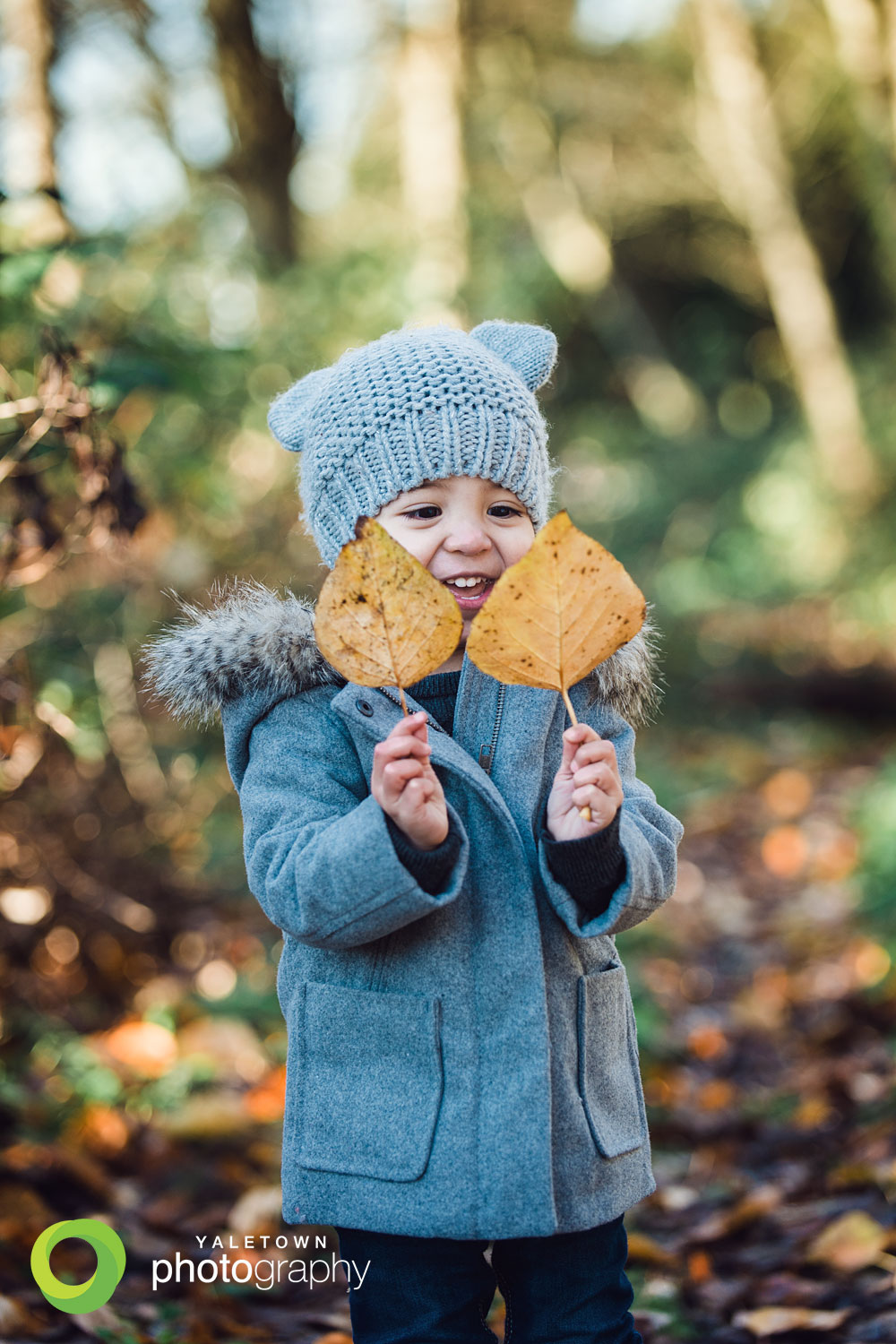 winter-kids-photography-children-photographer-vancouver-family-photographer-leaves-southlands-yaletown-photography-photo.jpg