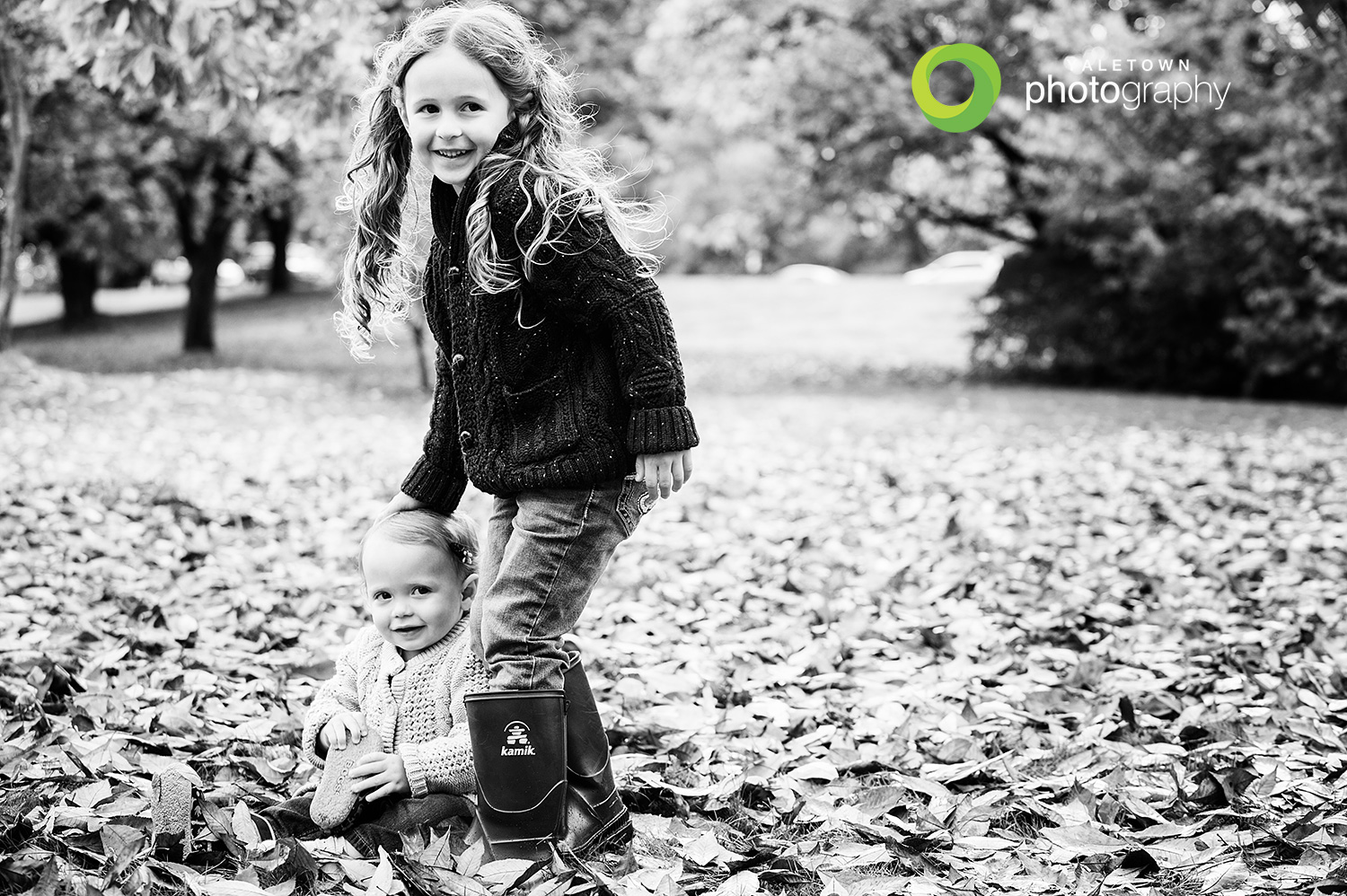 kids-photography-fall-leaves-vancouver-family-photography-yaletown-photography-photo.jpg