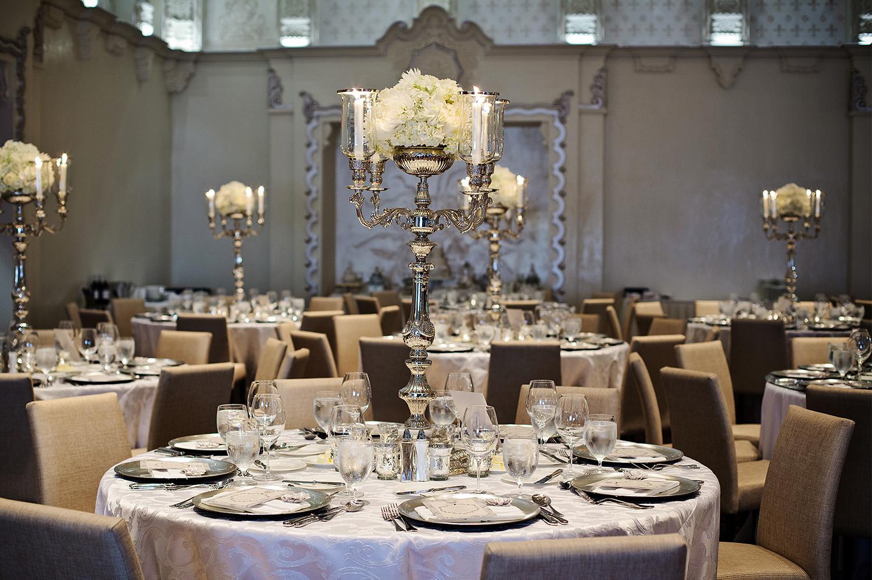 Gloria-Gavin-Rosewood-Hotel-Georgia-wedding-Wedluxe-feature-Yaletown-Photography011.jpg