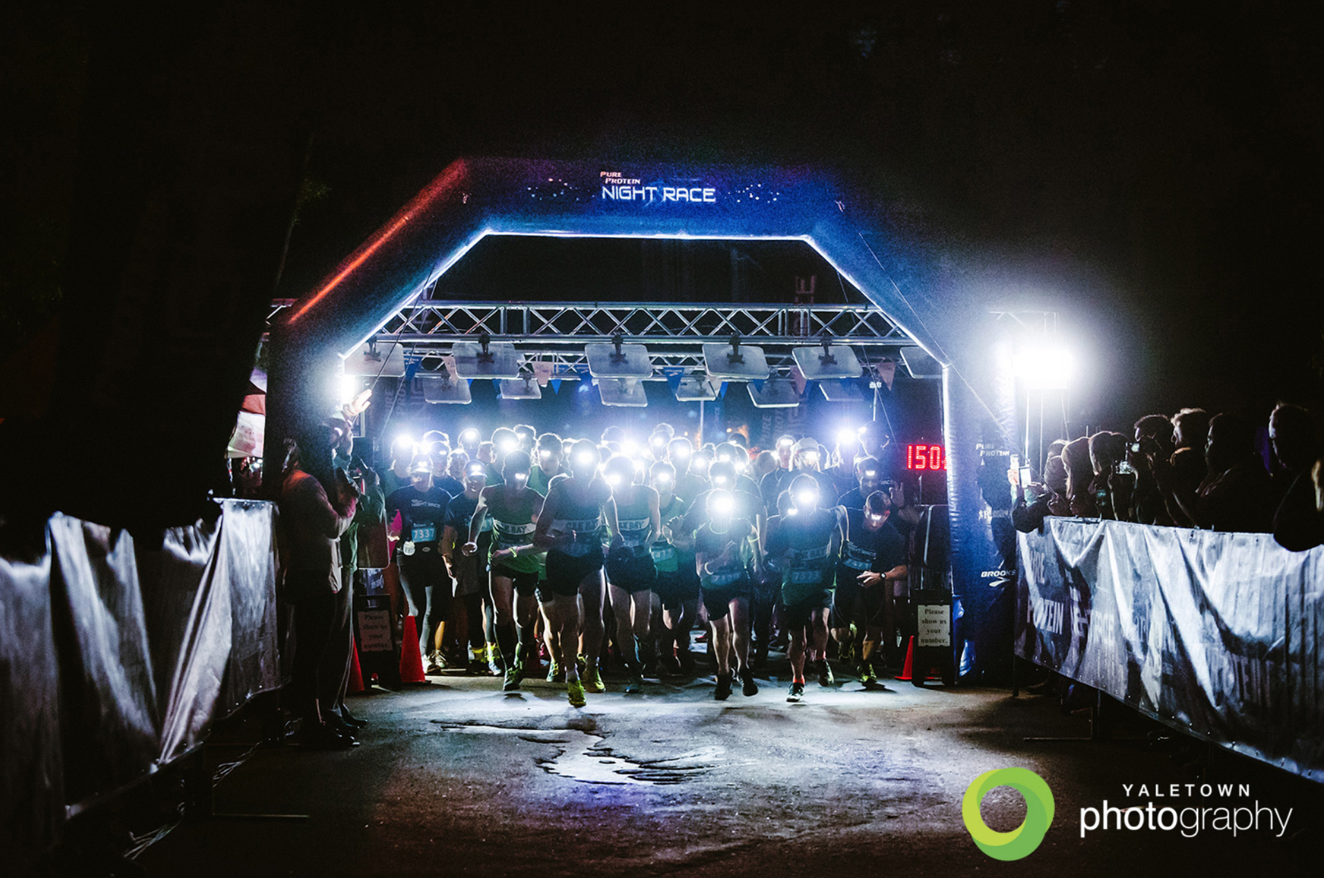 Nightrace_Vancouver_stanley-park-brockton-lighthouse-night-photography-running-racing-pure-protein-brooks-vancouver-event-photographer-sport-photography-photo
