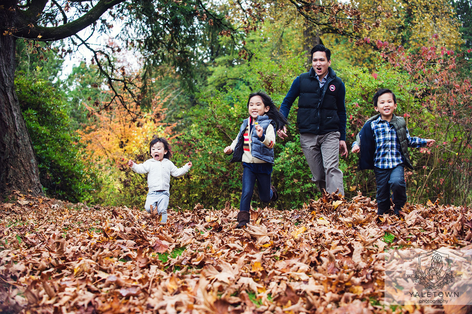 Fall-portrait-vancouver-family-photography-yaletown-photography-photo