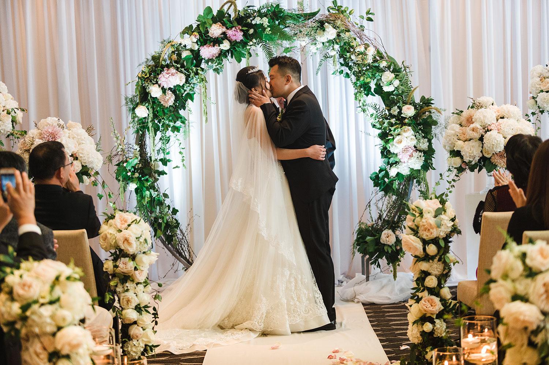 wedding-ceremony-rosewood-hotel-georgia-vancouver-wedding-photographer-yaletown-photography
