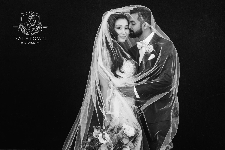 four-seasons-hotel-vancouver-wedding-yaletown-photography-photo-01.jpg