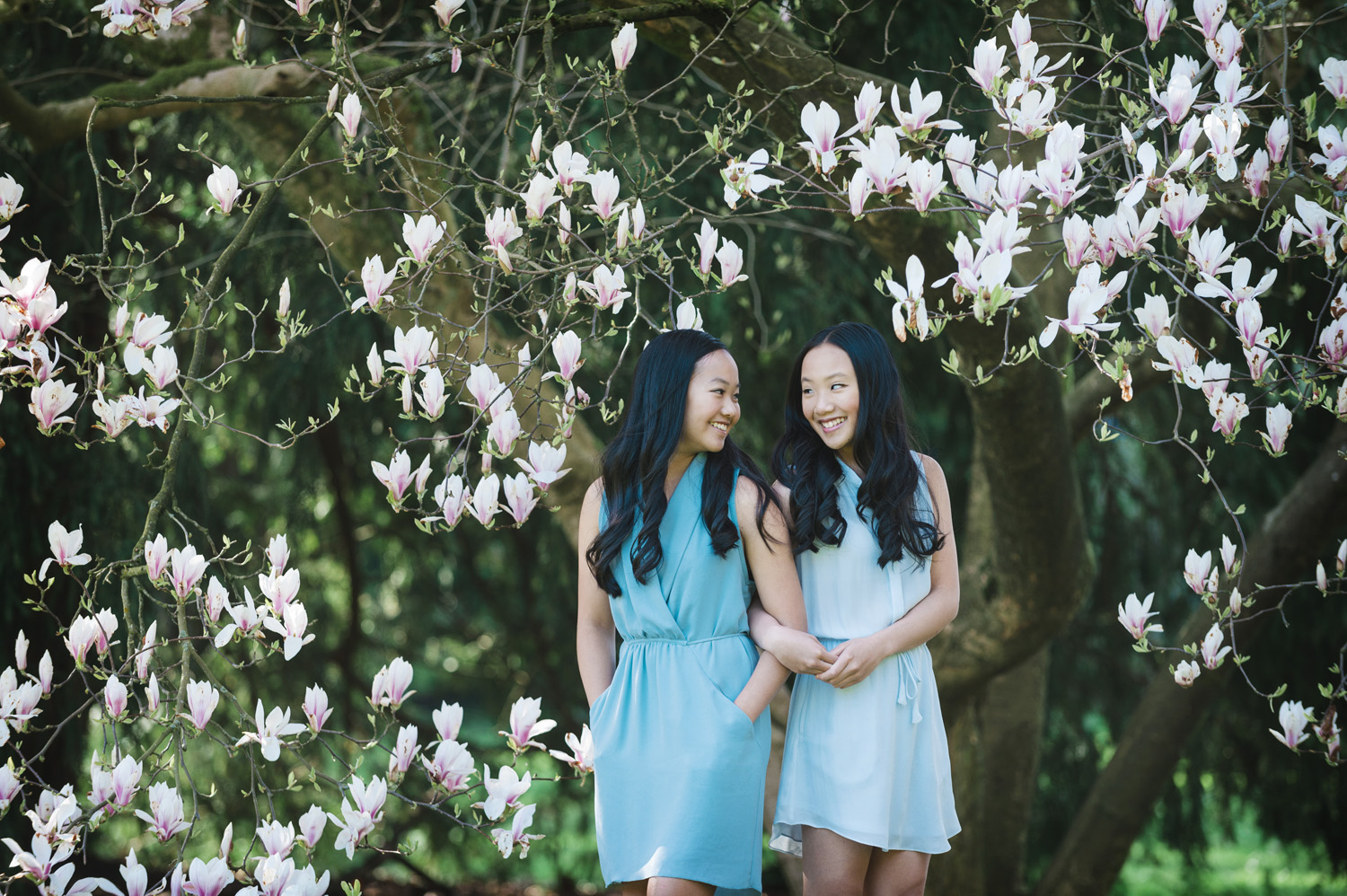 family-portraits-siblings-cherry-blossom-trails-vancouver-portraits-yaletown-photography-photo
