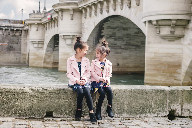 Paris-family-portraits-pont-neuf-siblings-portraits-yaletown-photography-photo