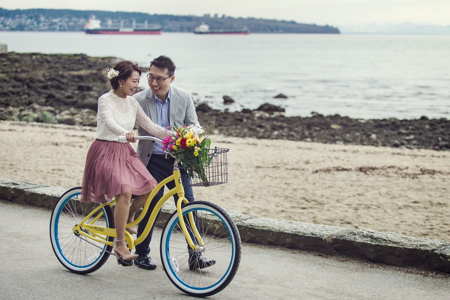 Vancouver-beach-engagement-session-yaletown-photography-photo
