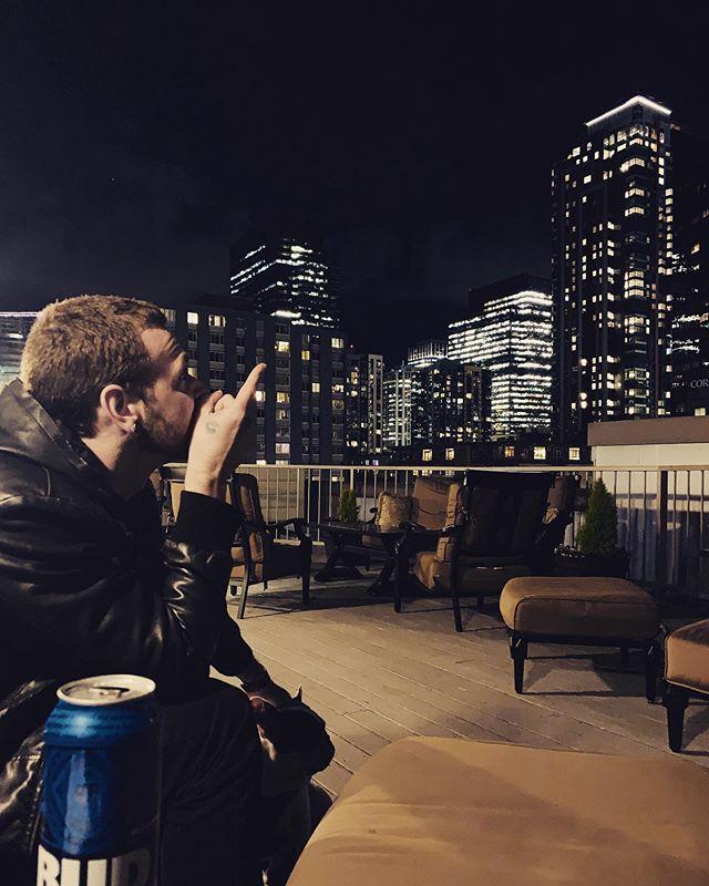 Something about Seattle . . . . . . . . . . #seattlemusicscene #seattle #showsinseattle #empireofgoldofficial #eog #musicengineer #musicproducer #musician #musiciansofinstagram #grungemusic #acousticshow #sponseredbybudlight