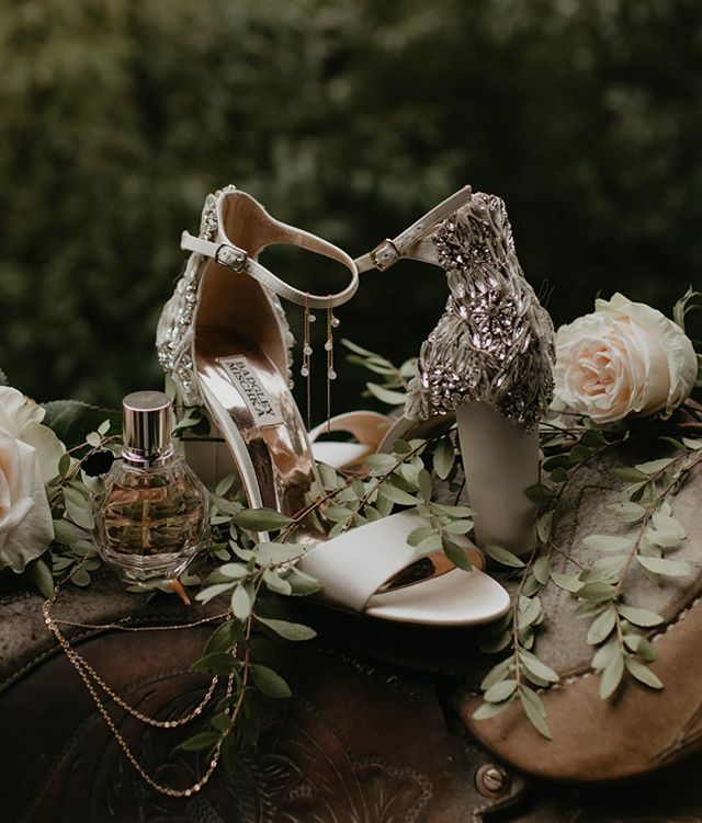 🌷Standing Pretty ✨Love this detailed shot by @meghanhemstra capturing K's gorgeous bridal shoes and jewels ✨  #Vancouverwedding #vancouverbride #vancouverbridal #weddinginspo #wedding #weddinginspo