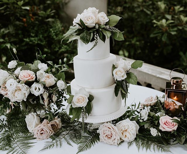 My favourite part of the night is obviously CAKE time !! 🍰🍴This beautiful & delicious creation is by Amanda @savorychef 🌸Floral by @thomashobbs 📷Photography by @efraserphoto  #Vancouverwedding #vancouverbride #weddingcake #vancouverbridal #weddinginspo #wedding #weddingplanner #bride #weddingday #instawedding #vancouver  #vancouverweddings #vancouverevents  #weddingplanner